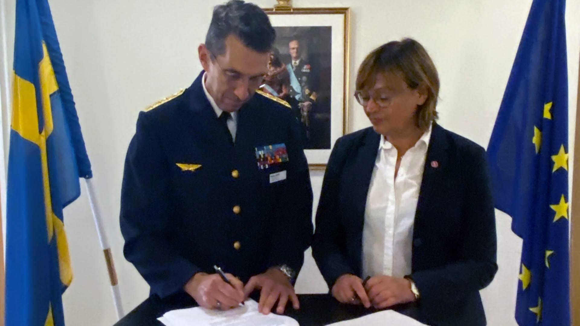 ÖB och MSB:s vikarierande generaldirektör undertecknar handlingsplanen