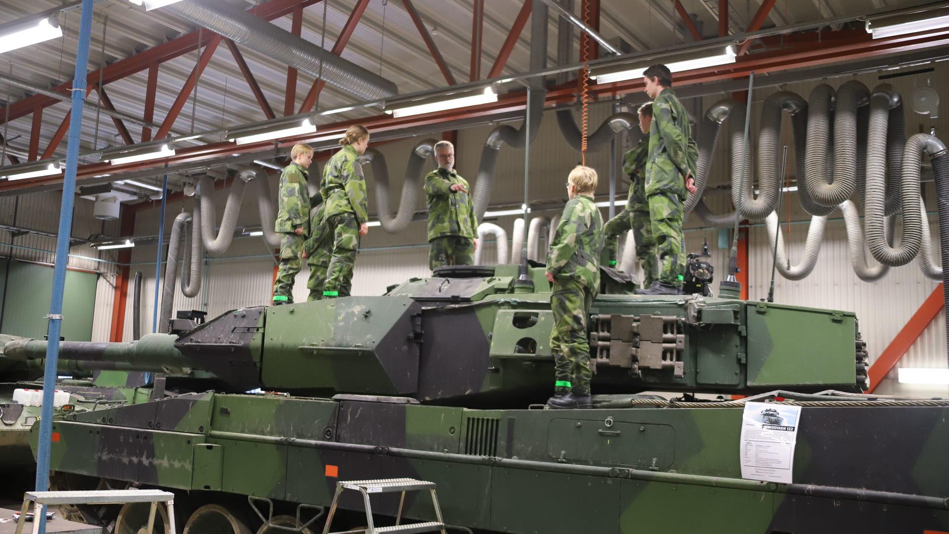 En inblick i arméns verksamhet Försvarsmakten