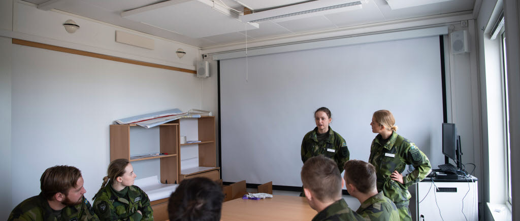 Conscript soldiers assist the Public Health Agency of Sweden in mapping COVID-19