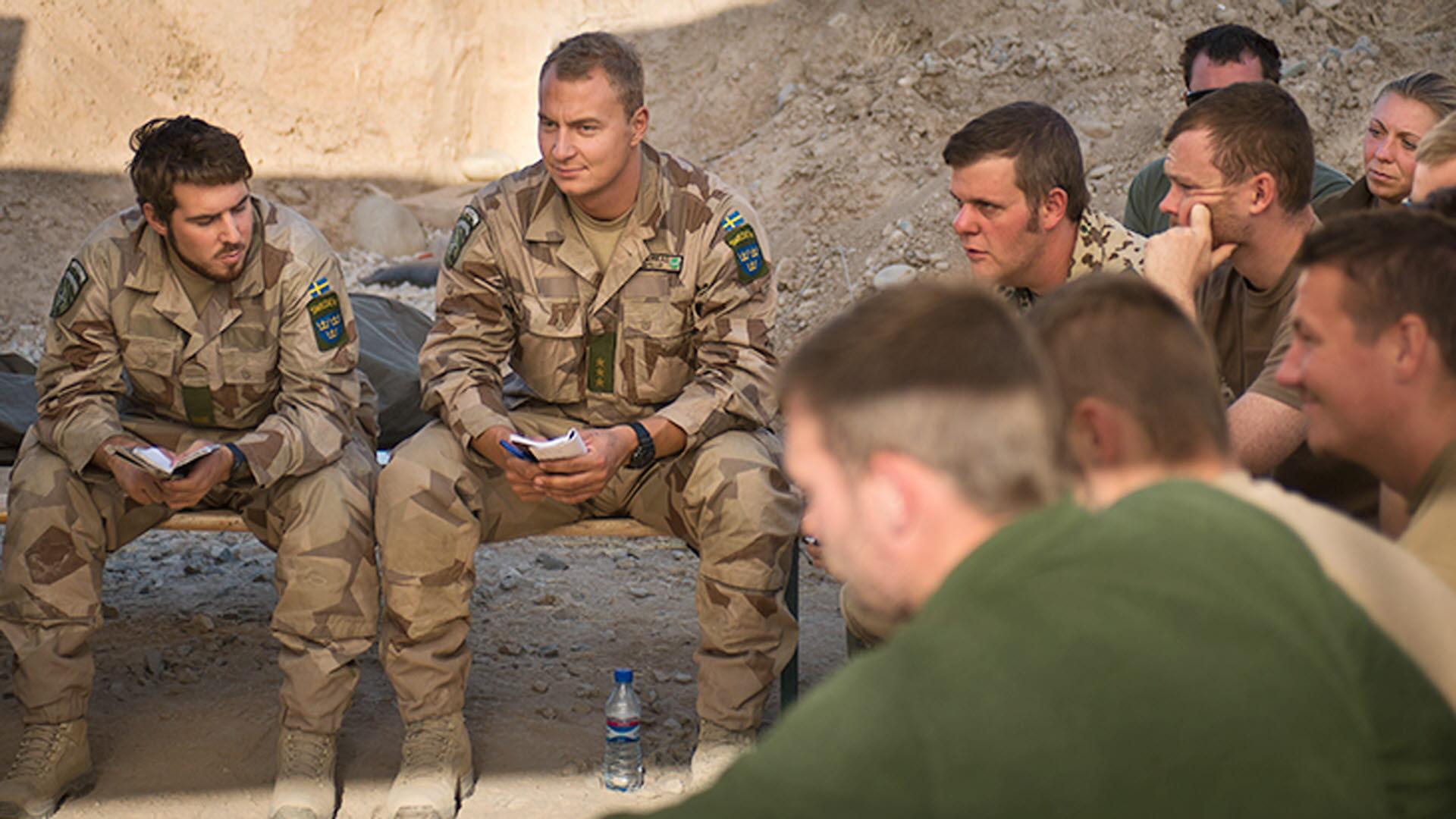 Baser lamnas till afghaner