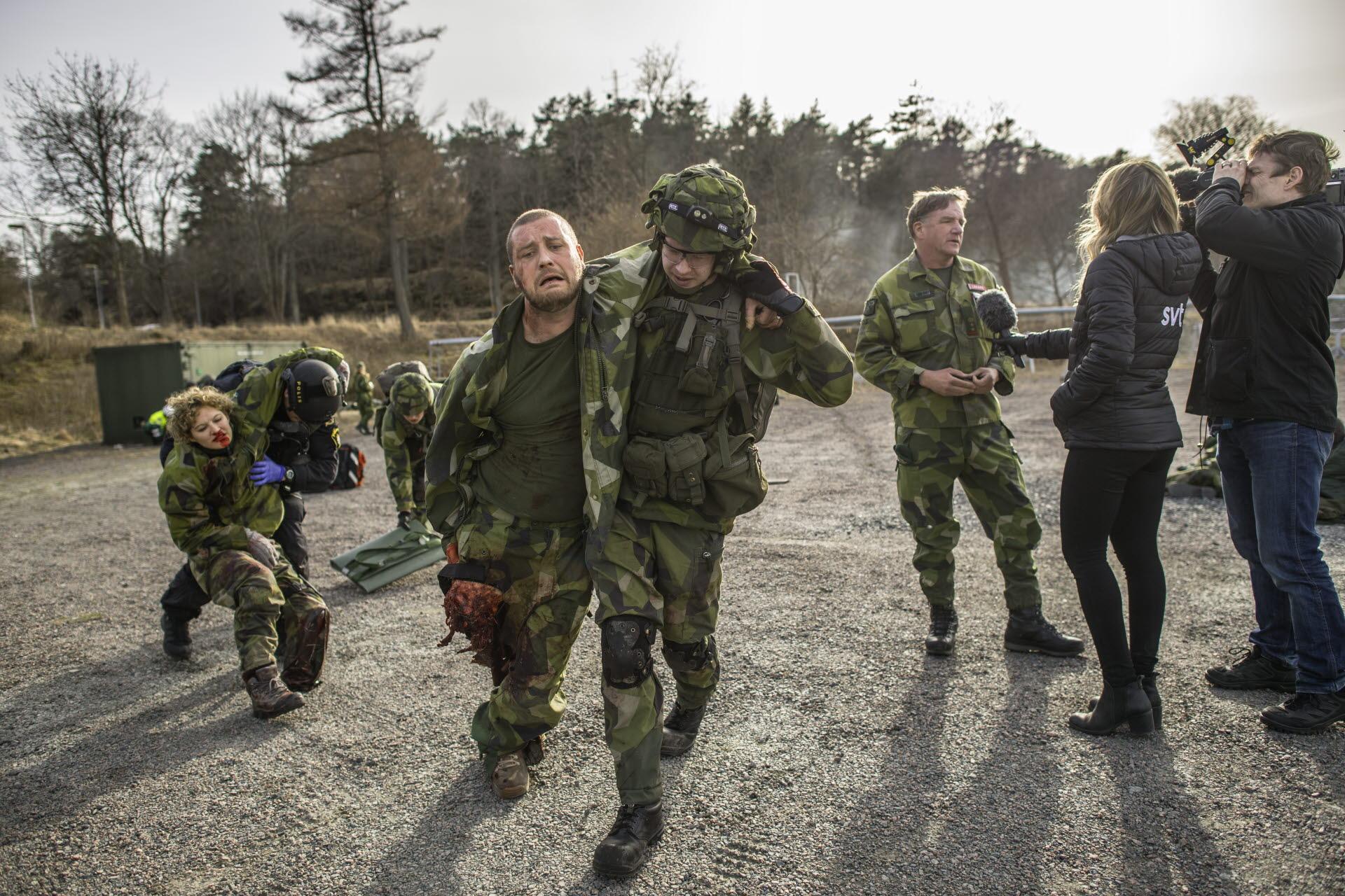 Fotograf Bezav Mahmod Försvarsmakten Under katastrofövningen övades  samverkan mellan Sahlgrenska Universitetssjukhuset och Försvarsmakten genom  ... fd008071e40e6